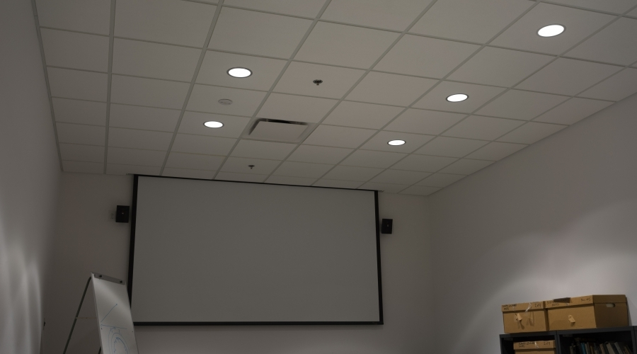 A classroom with a projector screen